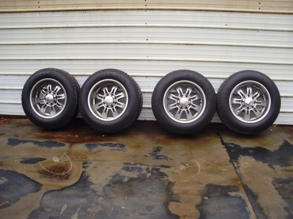 Chrome 8 Lug Chevy  Dodge Wheels - $900 (Mansfield, La)