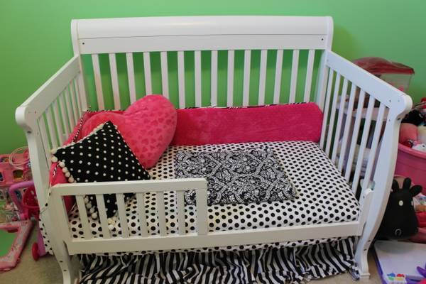 Girls complete nursery furniture, crib, chests - $600 (Bossier City)