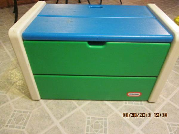 Little Tikes toy box - $25 (shreveport-southern hills)