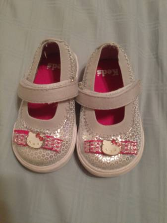 Hello Kitty size 2 toddler shoes - $15 (bossier city)