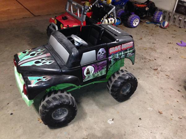 Grave Digger  amp  Jeep Power Wheels for Sale  -   x0024 60  Stonewall