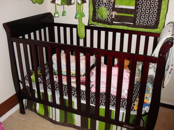 Convertible Crib - $75 (Shreveport)