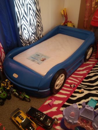 toddler bed race car bed blue - $75 (blanchard)