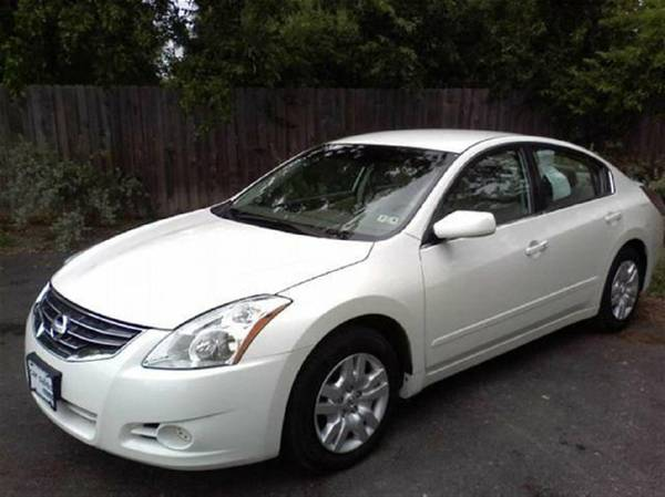 White 2012 Nissan Altima - Easy payments - $171 (Lake Charles)