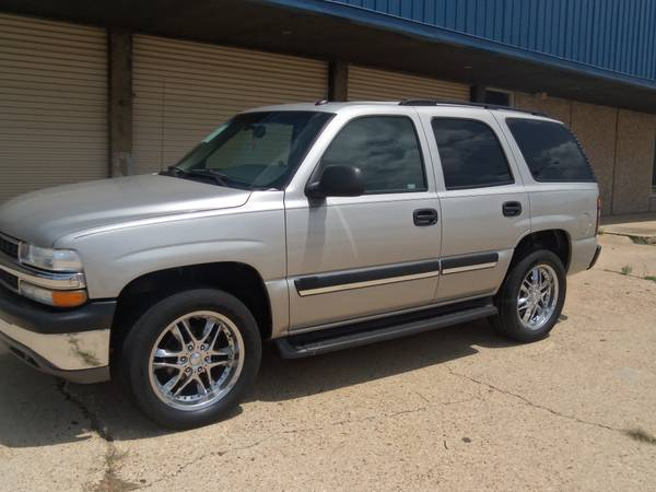2005 Chevrolet Tahoe 20 inch wheels low miles - $9950 (Mansfield la.)