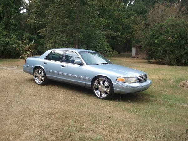 1999 FORD CROWN VICTORIA LX w new 22in rims ( caprice grand marquis - $3500 (zwolle)