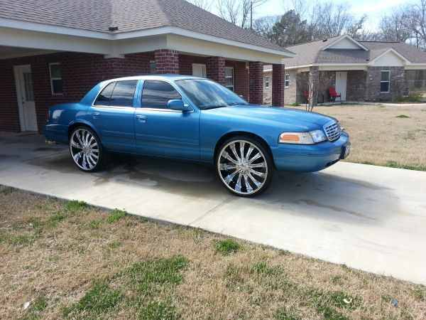 CROWN VIC-1999 ON 26s - $6500 (Shreveport, la)
