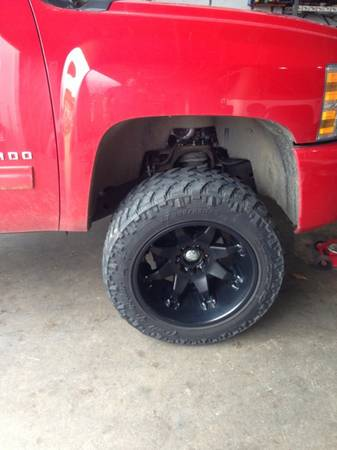 33 inch 3055520 nitto trail grappler tires 20in black fuel octane wheels chevy - $1500 (Shreveport)