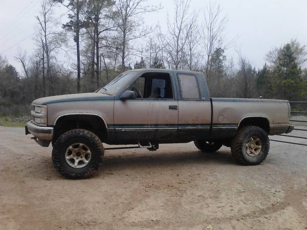 96 z71 4x4 lifted with 33s - $3500 (logansport)