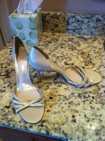 Size 7.5-8womens shoes - $15 (Bossier City)