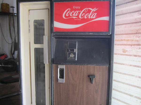 Coke machine for sale -   x0024 500  benton