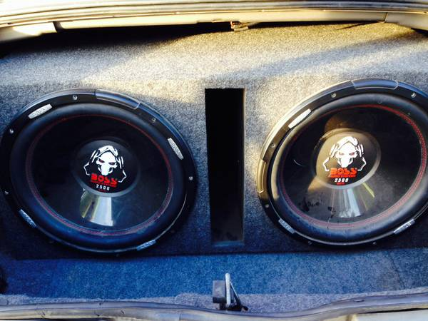 2 15 Subs with ported box and - $600 (Stonewall)