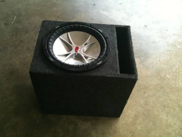 $40. Kicker cvr comp. 12 woofer and box - $40 (Minden)