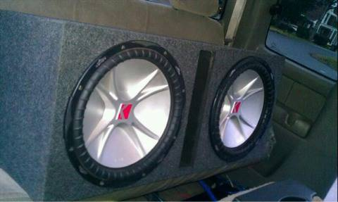2 kicker 12 CVR dual 4 ohms 800 watts in a ported box - $225 (Bossier 318-580-7024)