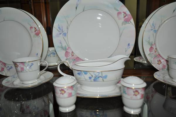 REDUCED MIKASA CHINA FOR SALE - $850 (SOUTHWEST SHREVEPORT)