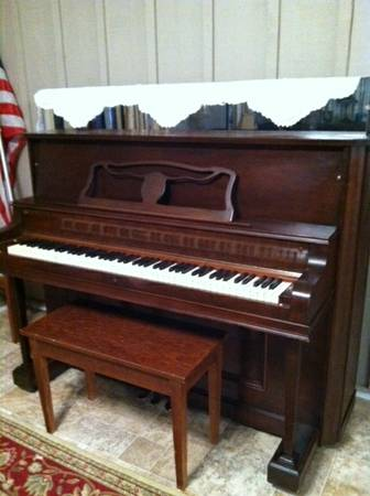Beautiful Strohber Upright Piano - $150 (Benton, La)