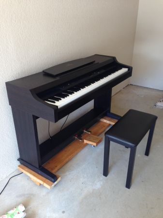 Clavinova Yamaha CLP-820 Digital Piano - $975 (Bossier City)