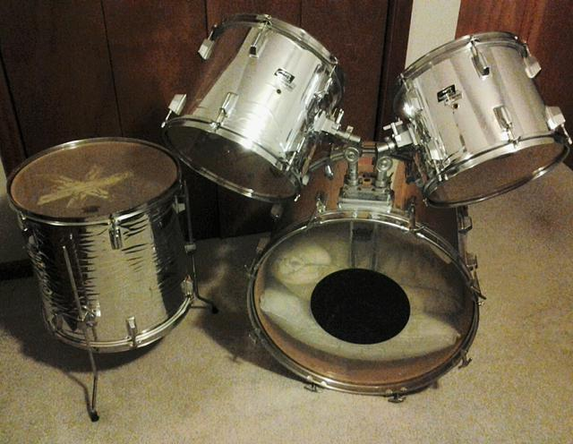 Great beginner or practice drumset-  120