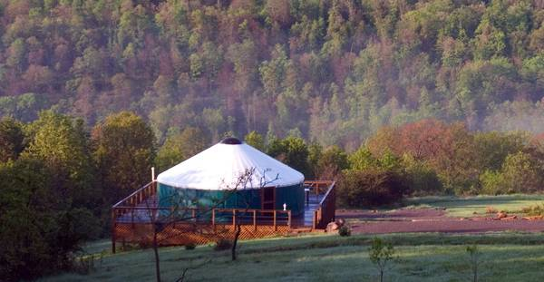 ROMANTIC HOT TUB CABINS - 2 1 2 hrs  from Little Rock  Chester  AR