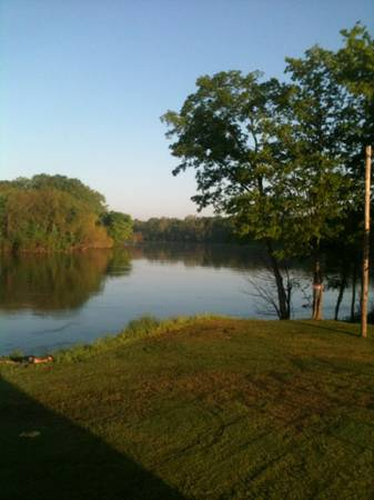 RIVER FRONT RV PARKING  WHITE RIVER