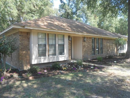 800  3br  Charming home in Pleasant Grove near the middle school featuring 3 bedrooms - large master with larg