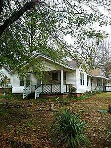 LARGE HOUSE  $30,000 Cash talks  (1201 Price St Texarkana, AR)