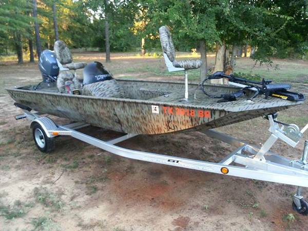 2012 xpress xp170 17ft duckbass boat. (Queen City)