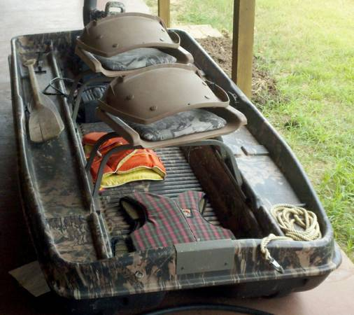 Two seat 10 foot bass boat, motor with 55 lb thrust - $750 (Texarkana, AR)