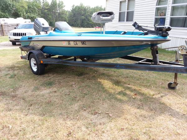 1996 Astro Bass Boat 90HP Mariner - $4500 (Redwater)