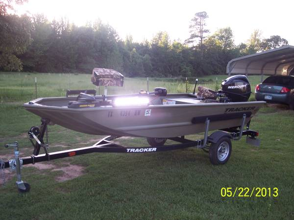 2012 tracker grizzly boat - $5500 (clarksville)