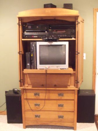 Solid Oak Entertainment Armoire (Texarkana, TX)