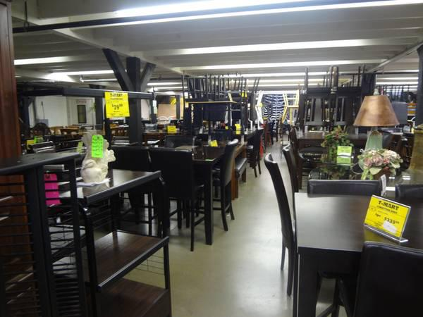 HUGE SELECTION of NEW, Pre-Owned, and CLEARANCE Furniture Fort Worth T-Mart