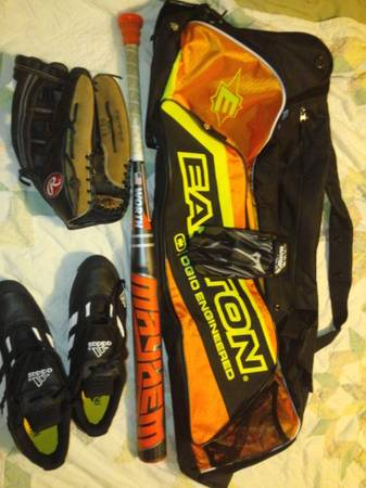 Brand new softball equiptment and Worth Mayhem 2013 - $200 (texarkana)