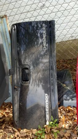 2000 chevy stepside tailgate - $150