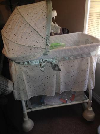 Kolcraft Cuddle N Care Rocking Bassinet with Incline Sleeper Attachmen - $50 (Nash, Texas)