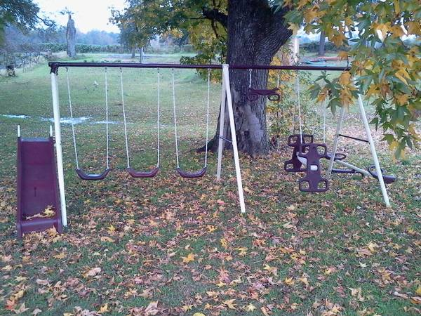swing set - $100 (Fouke)