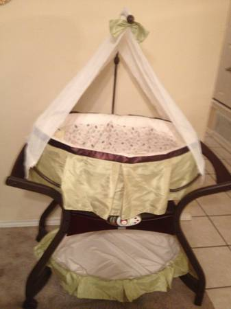 Fischer price bassinet - zen collection - $125 (Texarkana )