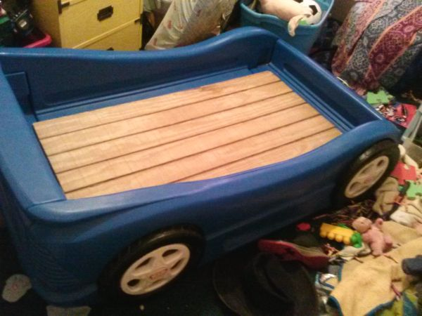 Toddler blue race car bed...decent condition....$30 - $30 (Fouke)