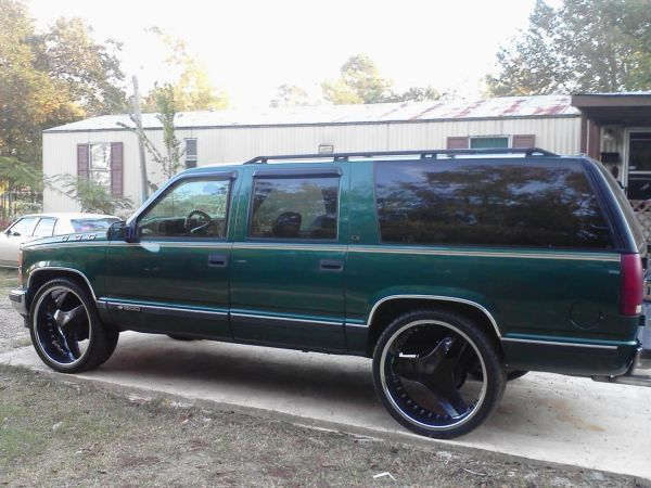 suburban on 26 inch rims - $4800 (magnolia)