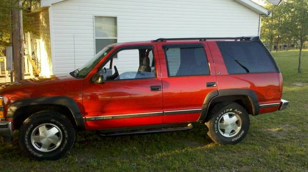 1999 Chevy Tahoe 4x4 - $2800 (hope ar)
