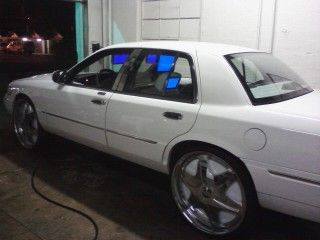 2002 MERCURY GRANDMARQUIS ON 26INC DUB FLOATERS - $8500