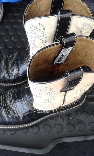 25  Womens Ariat boots