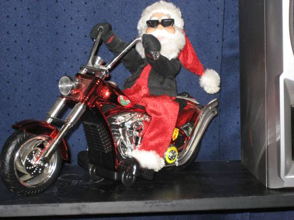 Santa in action - $15 (6101 Sammy Lane,Texarkana,Ark.)