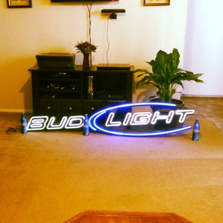 neon bud light sign - $500 (texarkana texas)