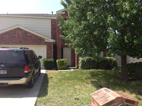 -  450   4br - 2105ft sup2  - Looking for roommate for 4 Bedroom house   Denton