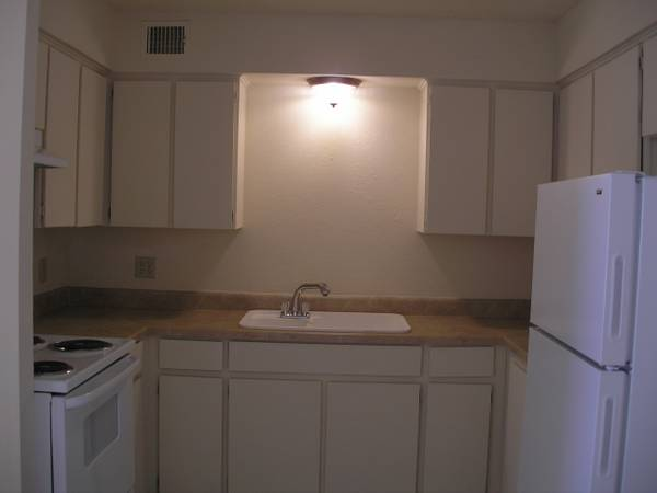 -  479   1br -      199 MOVE IN SPECIAL 1  amp  2 BEDROOMS     1119 Nw 82nd St