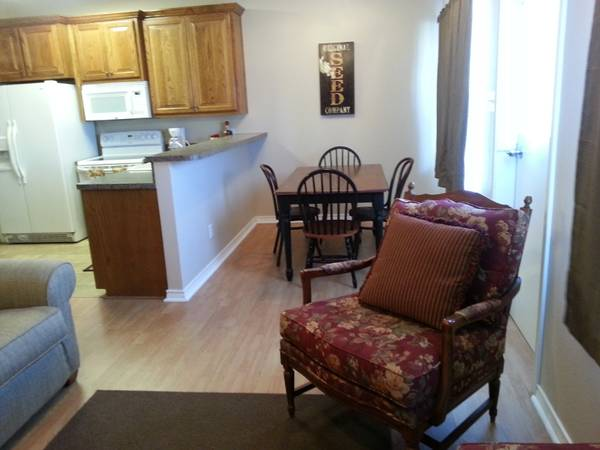 - $100 1br - 1000ftsup2 - First Monday Trades Day Rental for vendors (Canton)