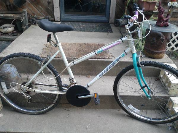 HUFFY 26 inch GIRLS MT. BIKE - $20 (dallas)