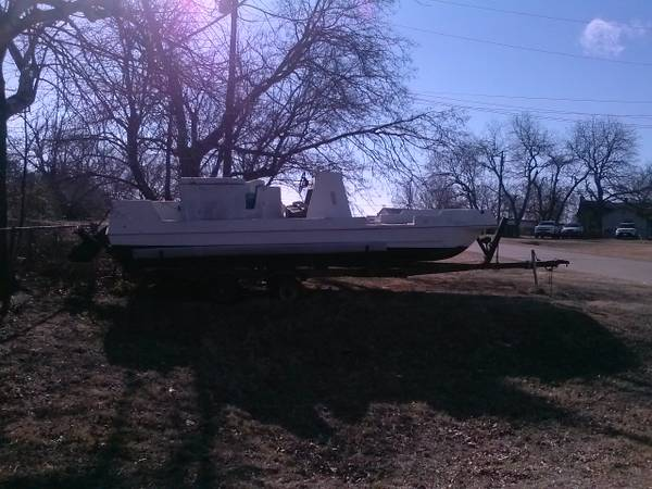 21ft Sterncraft Deck Boat $650 - x0024650 (Denison)