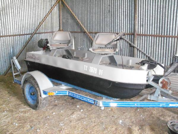 2 man Buster Boat by Splash Moraine -   x0024 1000  Gainesville  Texas